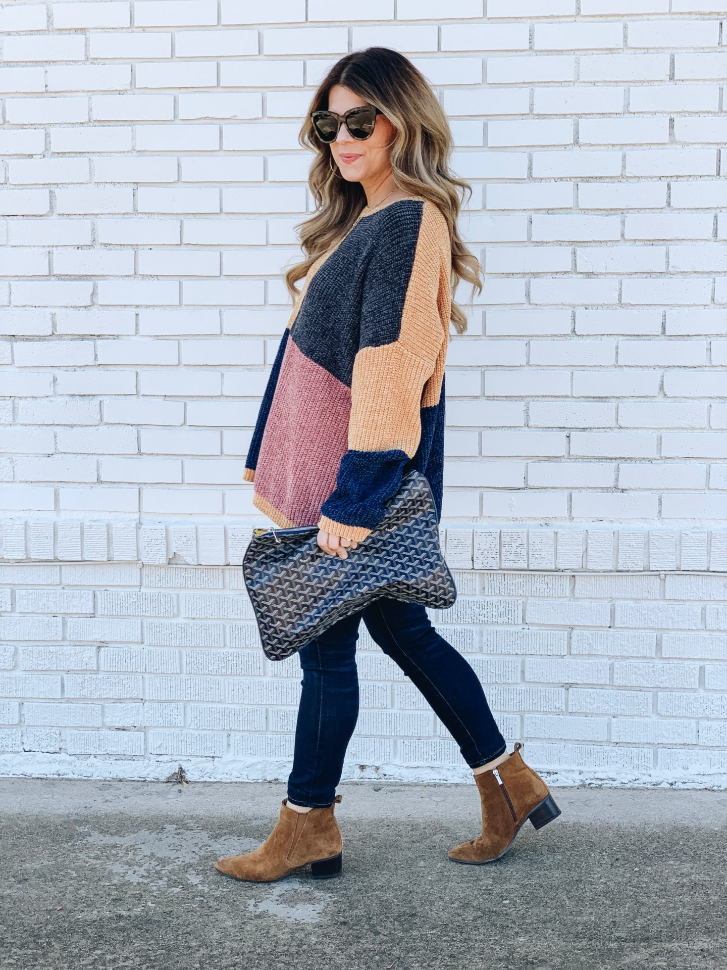 How to Master Mom Style, casual outfit, color block sweater, dark denim skinny jeans, how to style brown booties