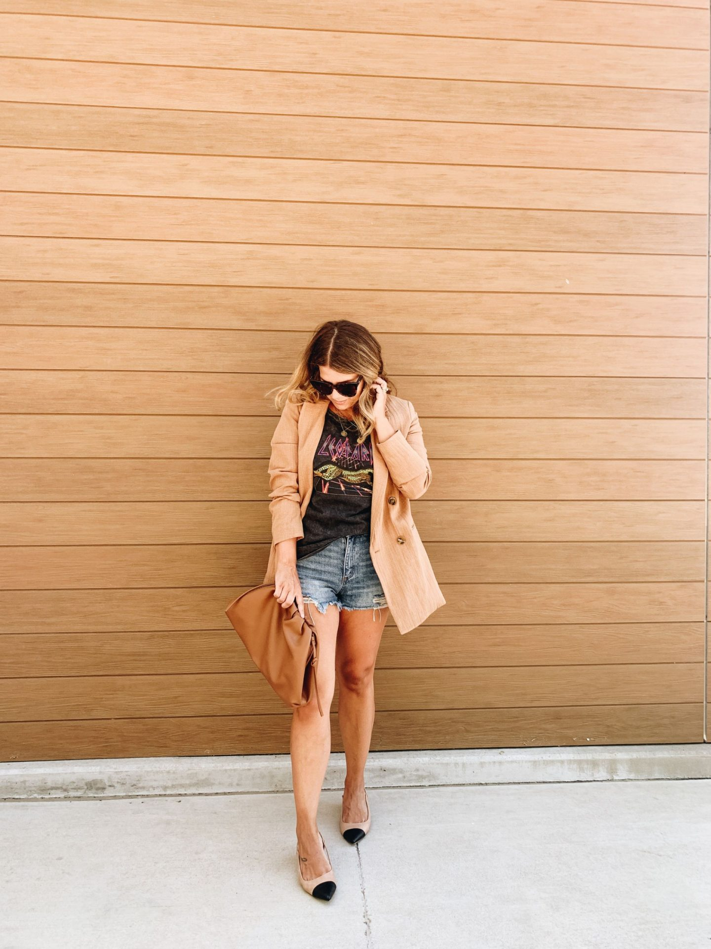 Blazer style, graphic tee, how to style a graphic tee, Denim Shorts, Blazer, Cap Toe Shoe
